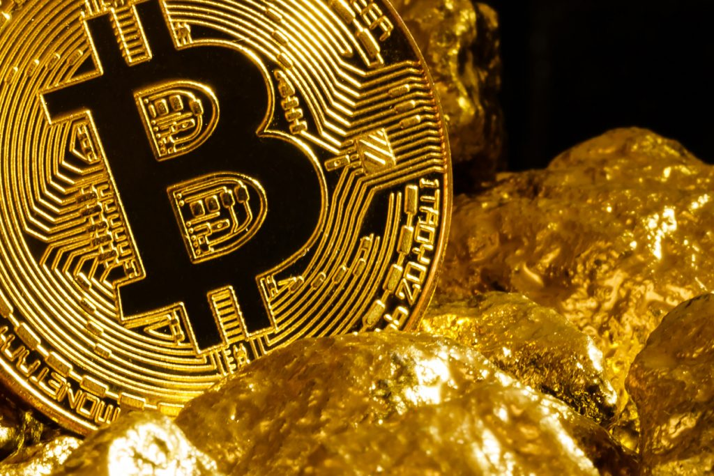 Gold vs Bitcoin: Where Should I Invest My Money in 2021?